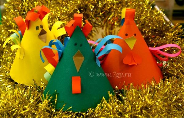 Петушок из цветной бумаги (конус) поделка к Новому году петуха для детей своими руками