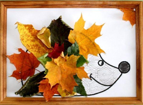 Ёж из сухих листьев