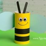 Пчела из картонной втулки