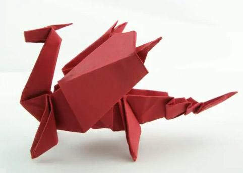 Оригами дракон из бумаги.