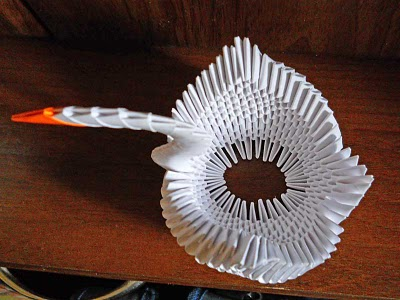 Оригами лебедь из