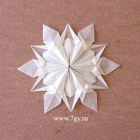 Снежинка оригами из бумаги.