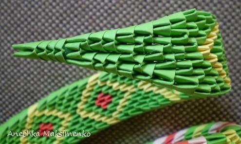 Змея из треугольных модулей
