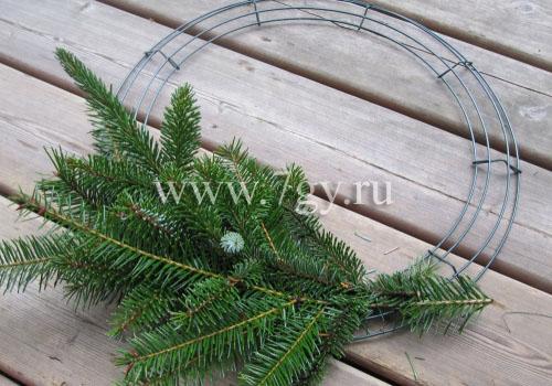 Венки новогодние своими руками из еловых веток